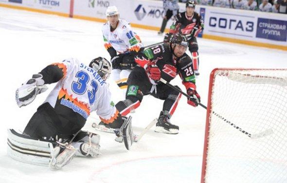 Хоккей: «Авангард» победил по