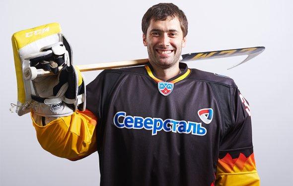 сыграл 25 матчей в КХЛ